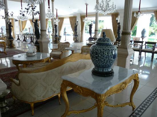 Solo, Indonesien: Main house/event venue at Danar Hadi Batik Museum