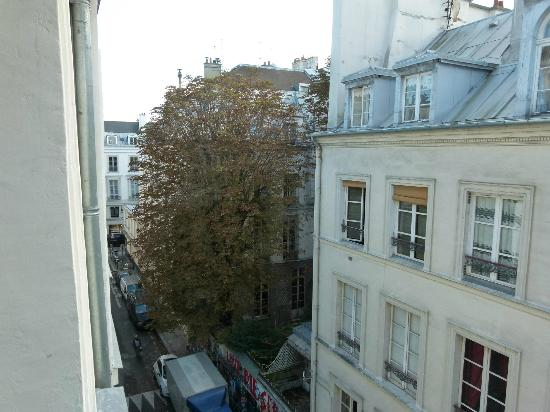 Hotel Verneuil: View From Room