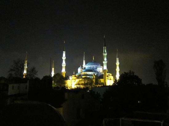 ‪‪Emine Sultan Hotel‬: View of the Blue Mosque from the hotel‬