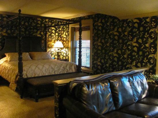 Fredonia, NY: Anniversary Suite