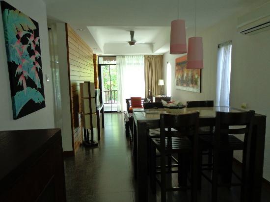 Villa Molek: salon coin cuisine