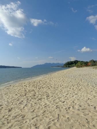 โมเลกวิลล่า: plage proche