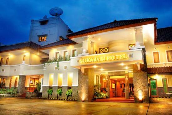Sukajadi Hotel: the main entrance
