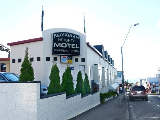 Brougham Heights Motel: An exterior shot of motel