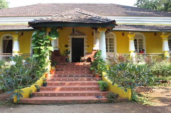Neemrana's Arco Iris Noble Home: The front entrance to Arco Iris