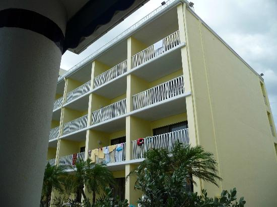 Alden Suites: Ocean View side of hotel