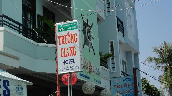Truong Giang hotel: located on the quiet alley