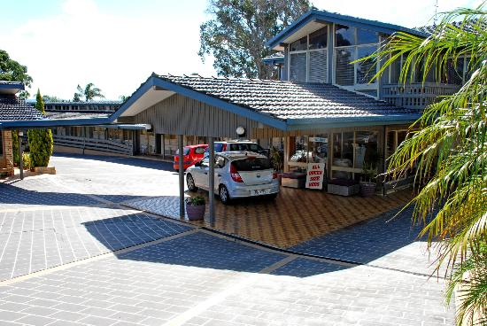 Jetty Motel: Entry/reception