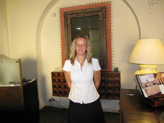 El Bulli Hotel - Hacienda Benazuza: レセプションのスタッフ