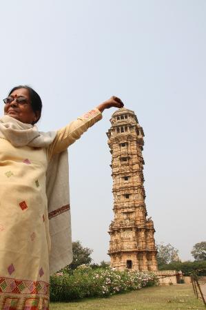 Kumbhalgarh Fort: Manju holding pinacle of the Vijay Stambha-Victory Tower
