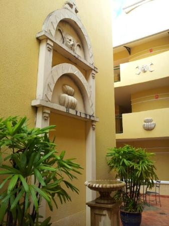 Il Palazzo Boutique Apartments Hotel: Inner courtyard