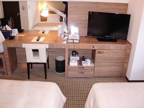 Hotel Sunroute Plaza Nagoya: TV, dressing table