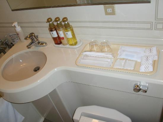 Hotel Sunroute Plaza Nagoya: Bathroom 2