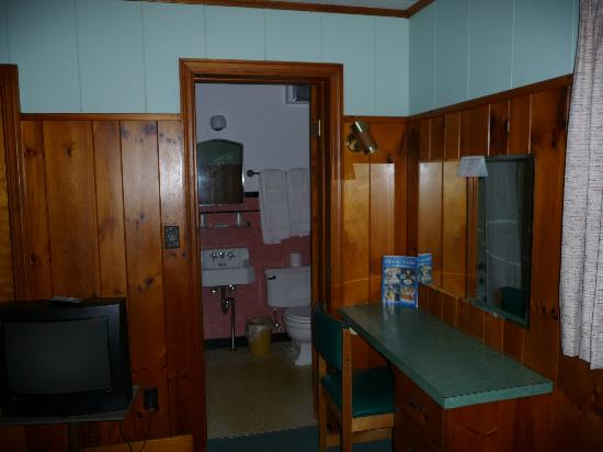 Alpine Air Motel: Inside the room