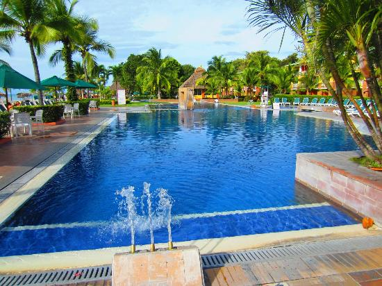 Royal Decameron Golf, Beach Resort & Villas: Yet another pool!