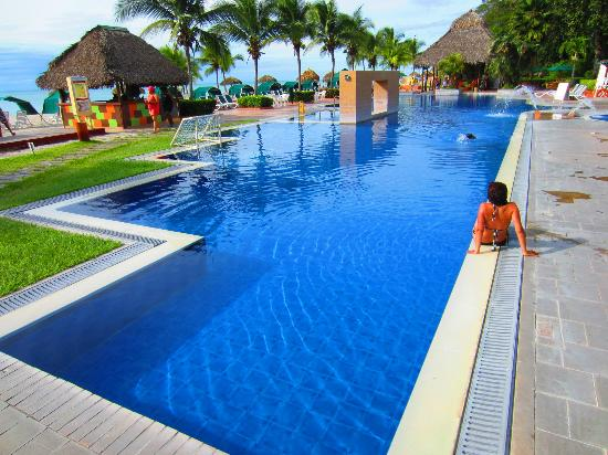 Royal Decameron Beach Resort, Golf & Casino: Another pool
