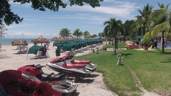 Royal Decameron Beach Resort, Golf & Casino: Huts on the beach