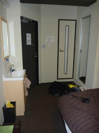 K's House Tokyo Oasis: Foot of the bed, sink, door to hall on the left, door to toilet in the middle, mirror door to sh