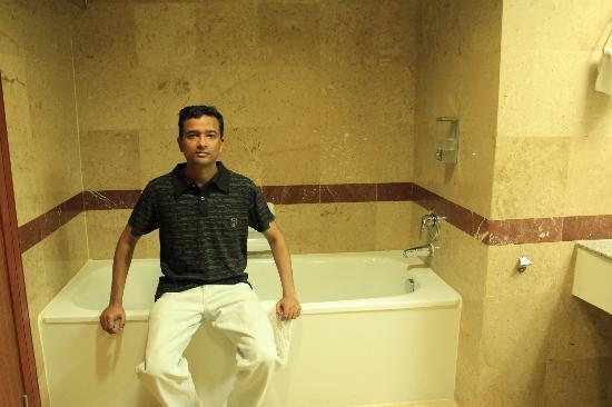 Baiyoke Sky Hotel: Bathtub