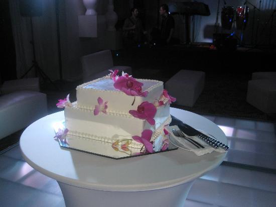 ME Cancun: Cake