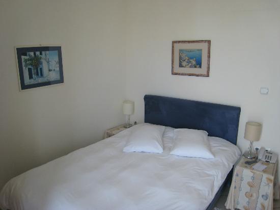 ميكونوس أدونيس هوتل: My room and bed
