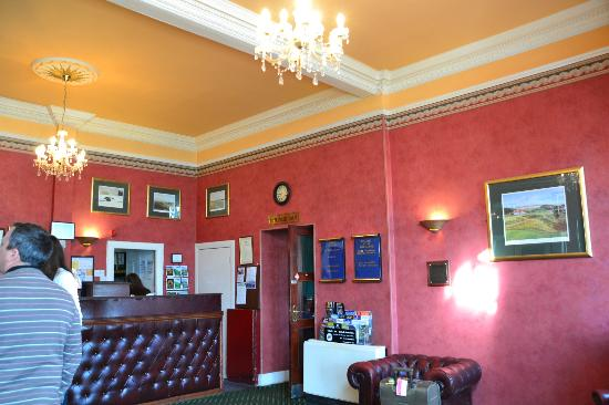 The Inveraray Inn: reception desk
