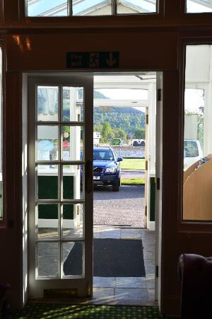 The Inveraray Inn: hotel entrance