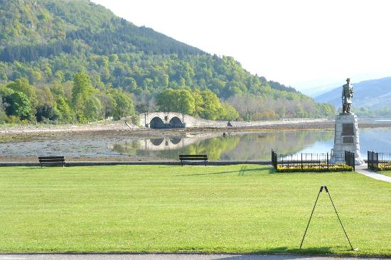 The Inveraray Inn: across the road of the hotel