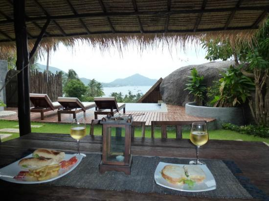 Koh Tao Heights Boutique Villas: Lunch with a glass of wine