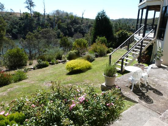 Launceston Bed and Breakfast Retreat: View of the back yard