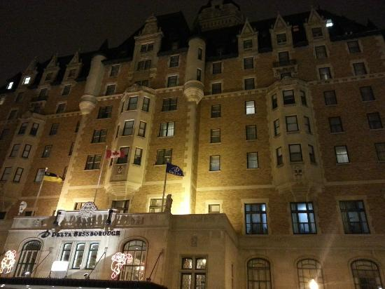 Delta Bessborough: Bess at night
