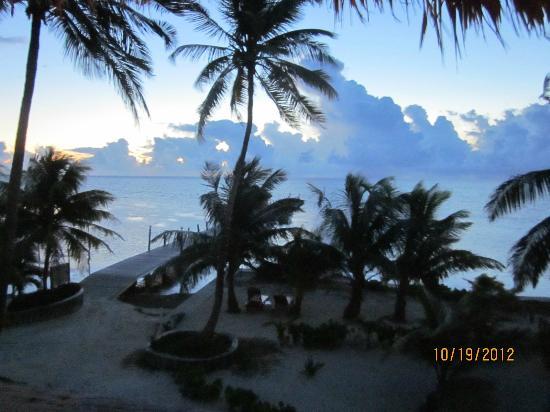 Portofino Beach Resort : sunrise