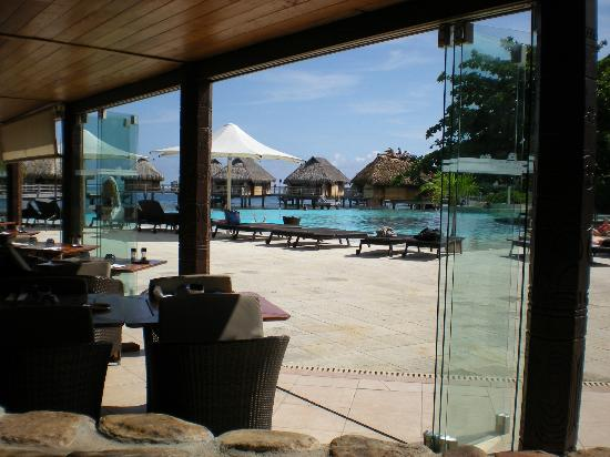 Manava Beach Resort & Spa - Moorea: pool view from restaurant