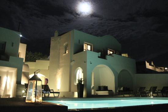 ‪‪Avaton Resort‬: Avaton under moon light