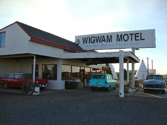 Wigwam Motel: The office