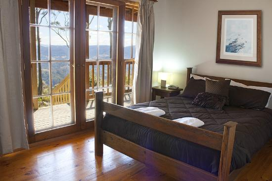 Eaglereach Wilderness Resort: Bedroom with view