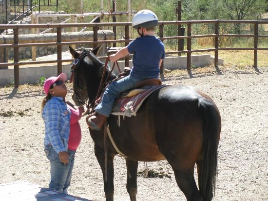 Tanque Verde Ranch: Children's riding program