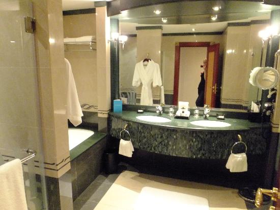 Grand Hyatt Dubai: bathroom