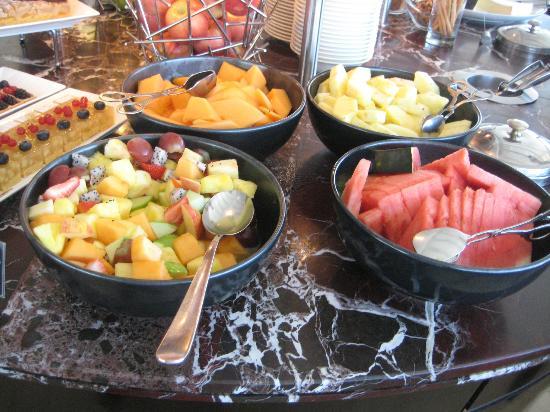 Focaccia - Hyatt Regency Dubai: fruits
