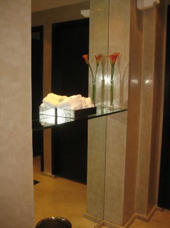 Focaccia - Hyatt Regency Dubai: restroom