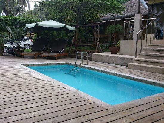 Samal Island Huts: cute pool