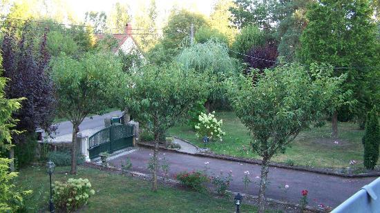 Domaine les Escargots : Front garden