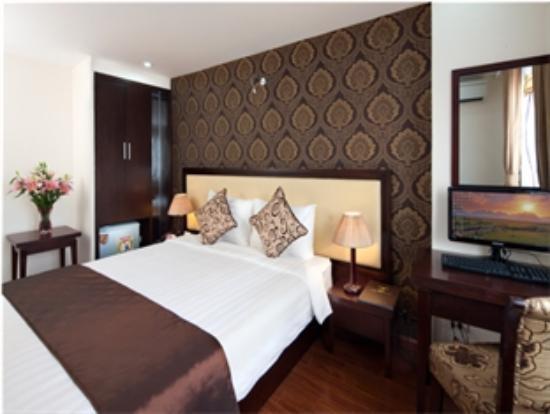 Serene Premier Hotel: Room