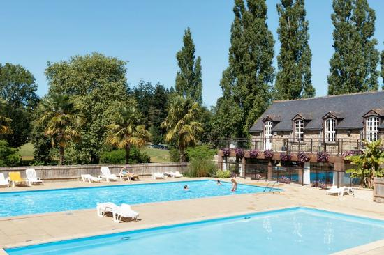 Piscines du clubhouse photo de chateau des ormes rennes for Piscine 3 chateaux