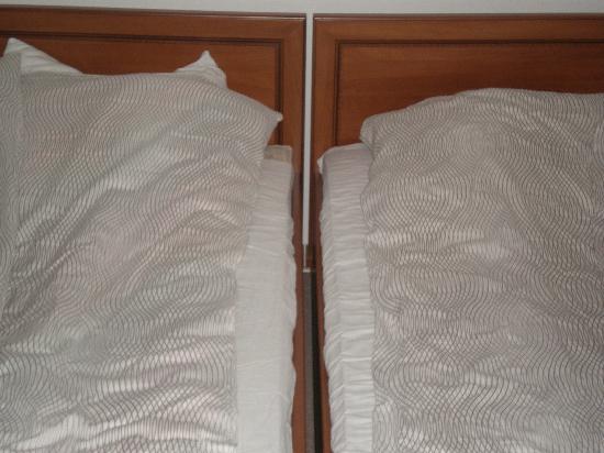 Hotel Corum: dwuosobowe, wygodne łoże ;)
