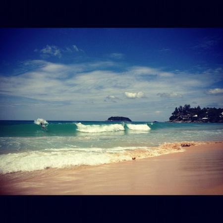 Kata Noi Beach: Волны