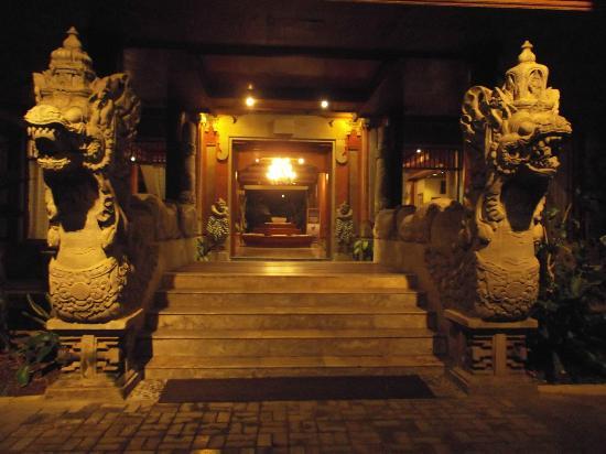 Puri Bagus Candidasa: Hotel Entrance