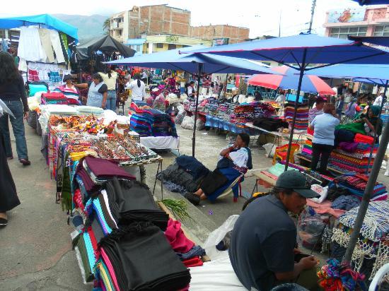 Gray Line Tours Ecuador: Otavalo Market