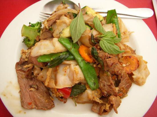 Huong's Vietnamese & Chinese Restaurant: Pad Kee Mao