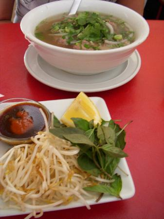 Huong's Vietnamese & Chinese Restaurant: Pho